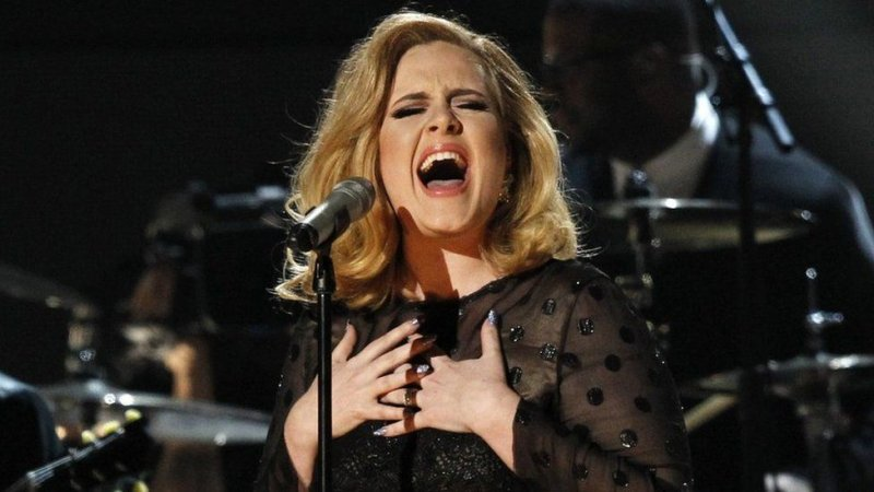 Photo of Adele turns down Super Bowl half-time show
