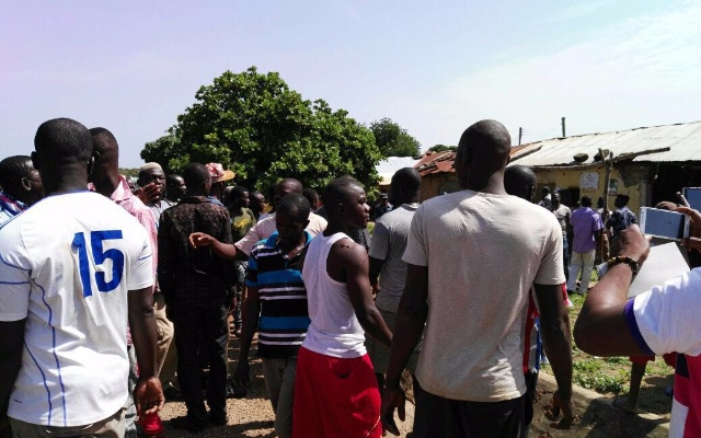 Photo of Techiman: Irate NPP youth lock up NADMO office