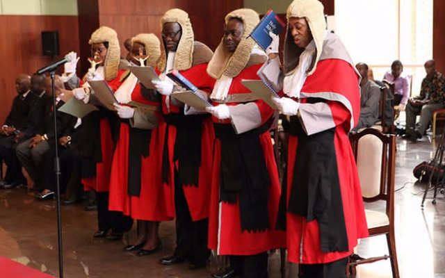 Photo of CJ orders judges to wear wig